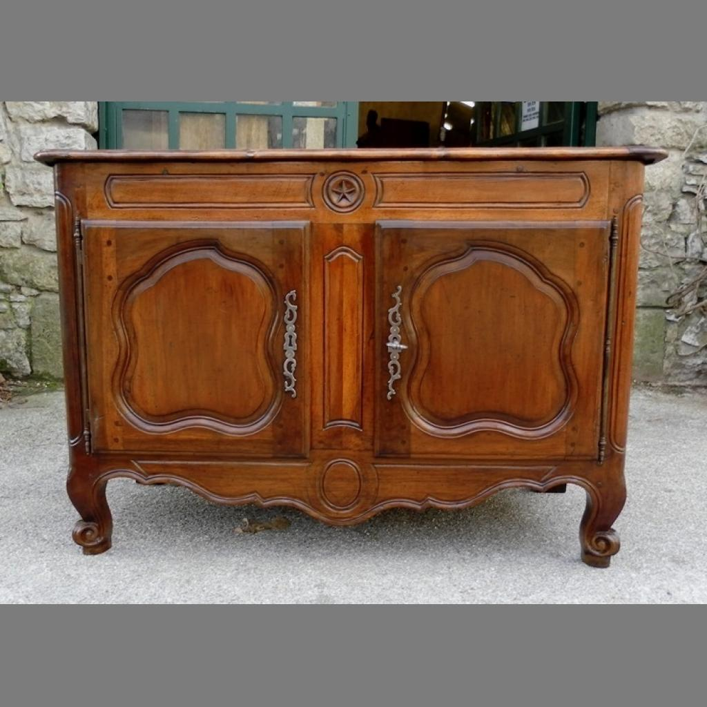 amazing mounes antiquits antiquaire spcialiste du mobilier ancien buffet bas provenal en noyer. Black Bedroom Furniture Sets. Home Design Ideas